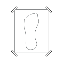 2. Put your left foot in the middle of the sheet and outline it with precision. Hold the pencil 